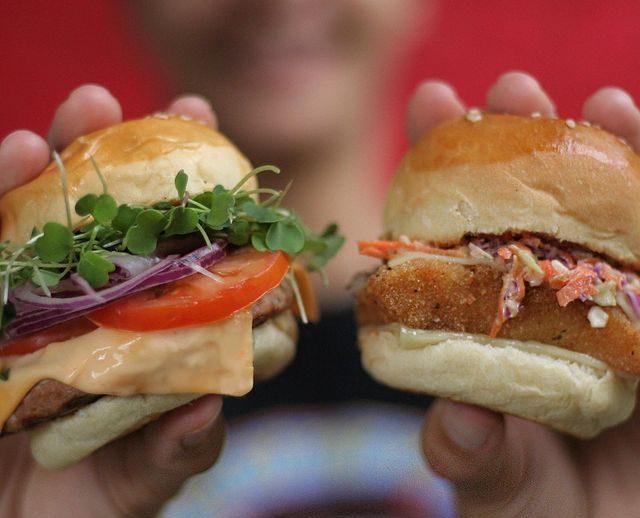 ¡Capitán Fish Burgers te conecta con el delicioso sabor del mar!